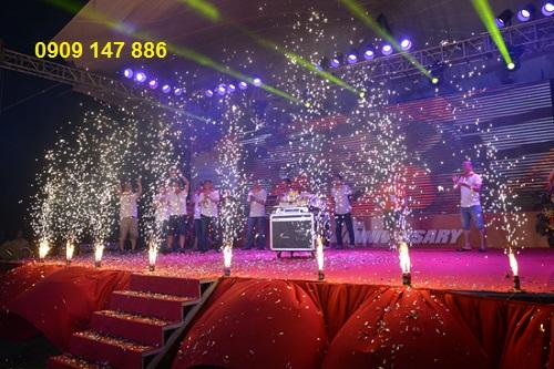 pháo sáng sân khấu